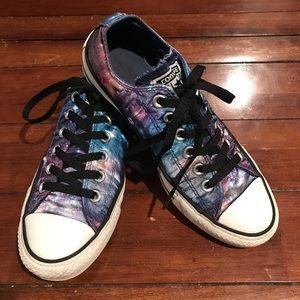 Spacey Converse Sneakers. Men 5. Women 7